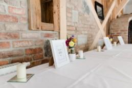 Hochzeitsdeko bei der Berghochzeit im Bayerischen Wald mit fotografiert von Hochzeitsfotografin veronika anna fotografie aus straubing
