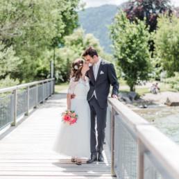 Hochzeitsfotograf Veronika Anna Fotografie fotografiert Leon und Marie auf ein Steg am Tegernseer für das Hochzeitsalbum