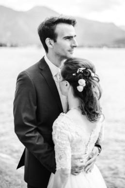 Leon und Marie beim professionellen Fotoshooting für ihr Hochzeitsfoto mit Hochzeitsfotograf Veronika Anna Fotografie