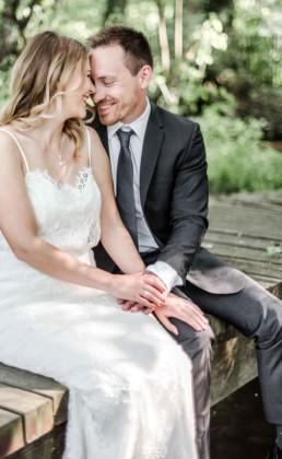 Lena und Gregor Stirn an Stirn beim Fotoshooting mit Hochzeitsfotograf Veronika Anna Fotografie aus Straubing