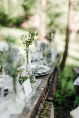Tischdeko bei der natürlichen Hochzeit von Olivia und David in Oberbayern