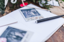 Hochzeitsalbum von Olivia und David mit Polaroids von ihr Hochzeit in München