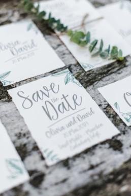 Save-The-Date-Karten für natürliche Hochzeit in Oberbayern