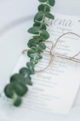 Menükarte einer Hochzeit im natürlichen Stil
