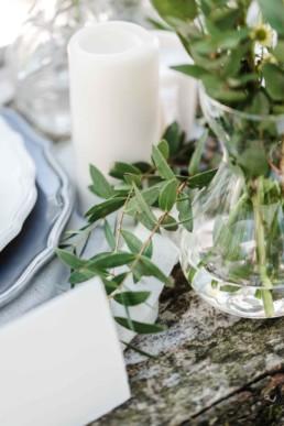 Natürliche Tischdekoration auf der Hochzeit von Olivia und David in München