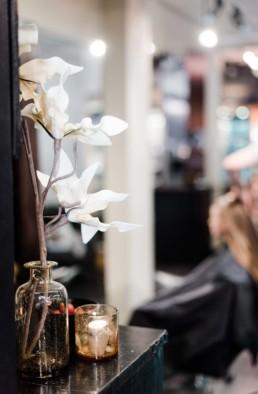 Petra beim getting ready am Hochzeitstag in Schweden, fotografiert von Veronika Anna Fotografie aus München