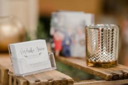 messestand von hochzeitsfotograf Veronika Anna Fotografie auf dem Wedding Festival in mallersdorf-pfaffenberg zwischen Straubing und München - Visitenkarten
