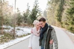 paarshooting valentinstag im bayerischen wald bei straubing im winter