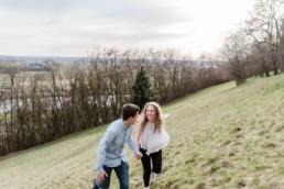 Paarshooting in der Natur mit Hochzeitsfotograf Veronika Anna in Straubing im Bayerischen Wald