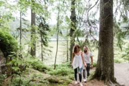 Paarbilder zur Verlobung in der Natur im Bayerischen Wald fotografiert von Hochzeitsfotografin Veronika Anna Fotografie aus Niederbayern