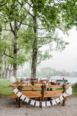 Romantische Dekoration bei einer Hochzeitsfeier am Tegernsee fotografiert von Hochzeitsfotografin Veronika Anna Fotografie aus Muenchen