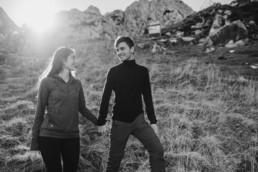 Paarfotos zur Verlobung in den Bergen, von Hochzeitsfotografin Veronika Anna Fotografie aus Straubing.