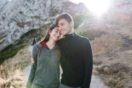 Besondere Momente ganz natürlich, aufgenommen von Hochzeitsfotografin Veronika Anna Fotografie in den Bergen bei Garmisch.