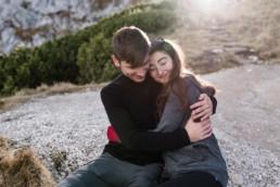 Natürliches Paarshooting von Veronika Anna Fotografie in den Bergen Garmisch.