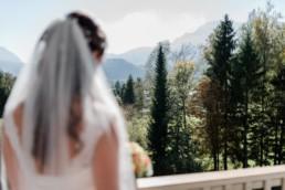 Hochzeitsfotograf Kochelsee, Umgeben von Bergen und Natur. Zauberhafte Herbsthochzeit am Kochelsee, fotografiert von Veronika Anna Fotografie aus Niederbayern.