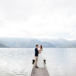 Stilvolle Hochzeitsfotos, Hochzeitsfotograf Kochelsee im natürlichen Look, z.B. bei einer Herbsthochzeit am Kochelsee, fotografiert von Hochzeitsfotografin Veronika Anna Fotografie.