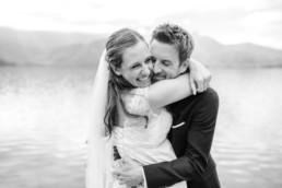 Hochzeitsfotograf Kochelsee, Brautpaar am Kochelsee, Herbsthochzeit mit Aufnahmen von Veronika anna Fotografie aus Niederbayern.