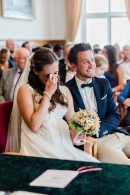 Hochzeitsfotografin Veronika Anna Fotografie, für natürlich Bilder ihrer Traumhochzeit, wie hier im Standesamt am Kochelsee.