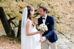 Hochzeit mit Babybauch am Kochelsee. Fotografiert von Veronika Anna Fotografie aus dem bayerischen Wald.
