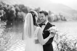 Zauberhafte Hochzeitsfotos von Veronika Anna Fotografie, aufgenommen in der freien Natur am Kochelsee.