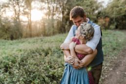 Hochzeitsfotograf bayerischer Wald, Momentaufnahme im bayerischen Wald. Paarfotos von Veronika Anna Fotografie aus Straubing.