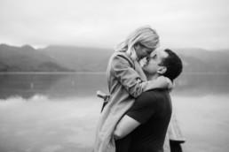 Hochzeitsfotograf Kochelsee: Erinnerungen die ewig währen. Paar-Shooting am Kochelsee mit Veronika Anna Fotografie aus Niederbayern.