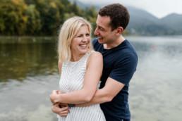 Romantisches Verlobungsshooting am Kochelsee mit Veronika Anna Fotografie.