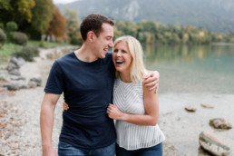 Fotos zur Verlobung am Wasser, am Kochelsee mit Hochzeitsfotografin Veronika Anna Fotografie aus Niederbayern.