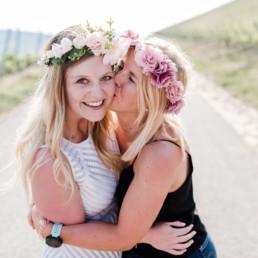 Kuss für die Braut beim Mädls Shooting