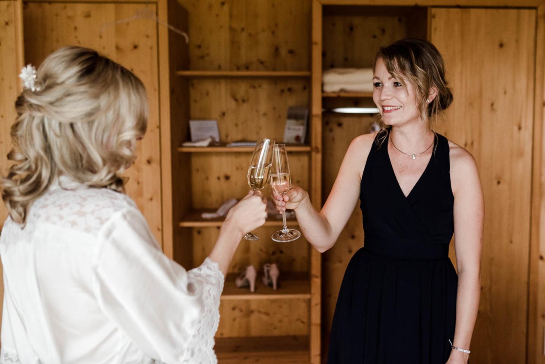 Der erste Sekt, auf den wundervollen Hochzeitstag