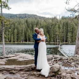 Paarbilder am See zur Hochzeit