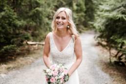 Braut mit Brautstrauß fotografiert von Veronika Anna Fotografie