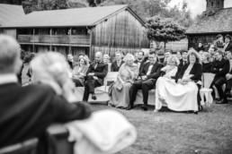 Hochzeitsgäste Freie Trauung Schwarz Weiß Fotografie