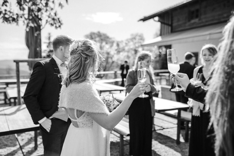 Sektempfang nach der Trauung, fotografiert von Veronika Anna