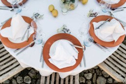 Tischgestaltung entspannte Sommerhochzeit