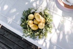 Zitronen als Dekoelement Hochzeitstrends 2020