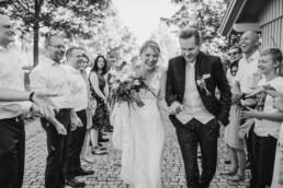 Frisch vermählt - Natürliche Hochzeitsfotos von Veronika Anna Fotografie