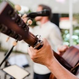 Live Musik zur Hochzeit - Band mit Gitarre.