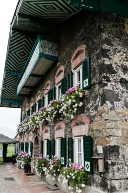 Wunderschöne Hausfassade an der Zistelalm bei Szraubing