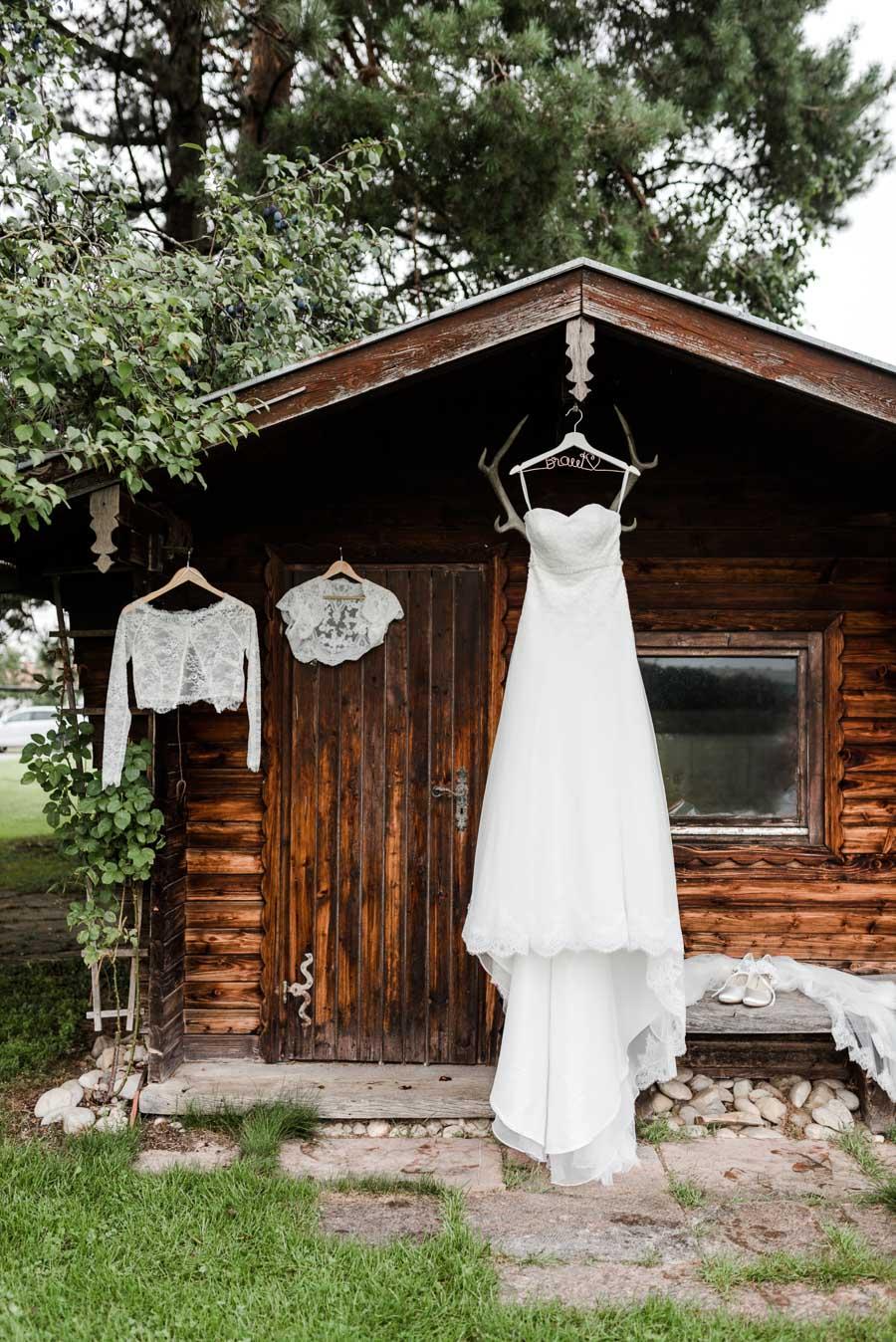 Das Outfit der Braut wartet am Morgen
