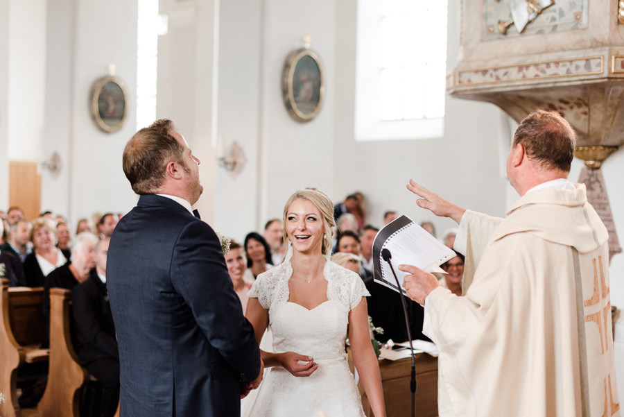 Der geistliche Segen für das Brautpaar.