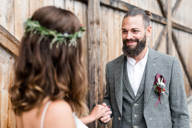 Natürliche Hochzeitsfotos und Paarfotos, von Hochzeitsfotografin Veronika Anna Fotografie Deggendorf