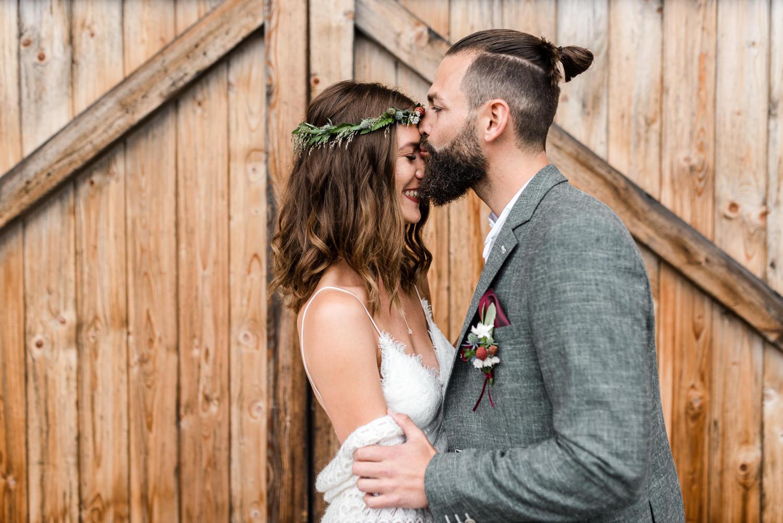 Süße Paarfotos der Hochzeit fotografiert im bayerischen Wald von Veronika Anna Fotografie