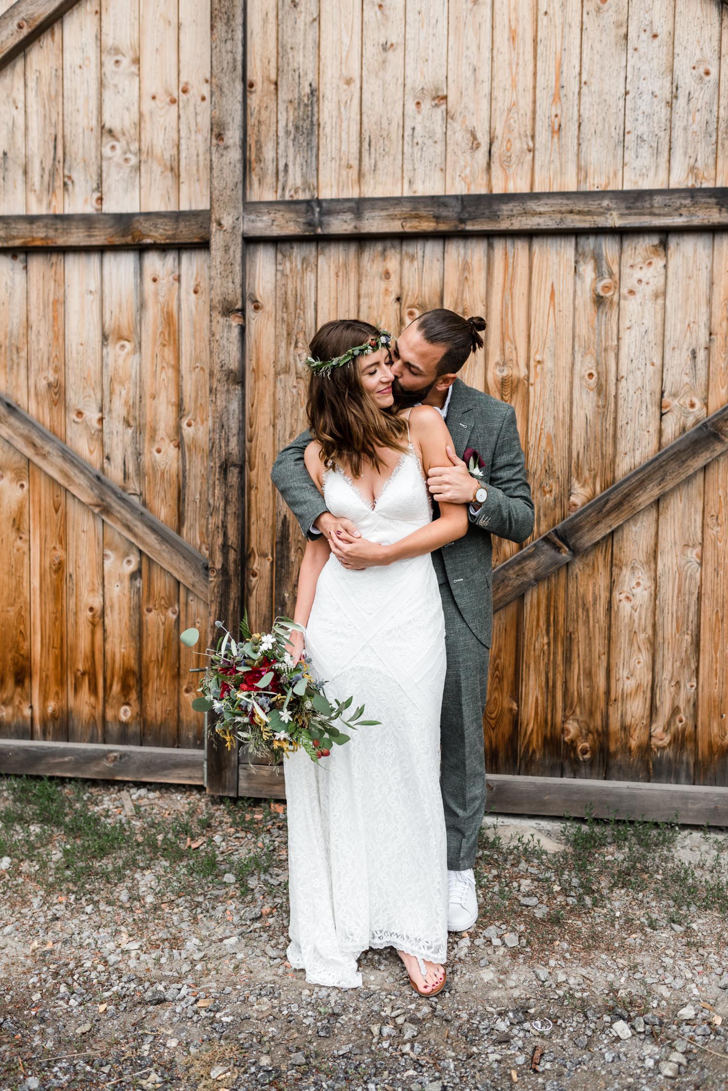 Brautpaarshooting mit Veronika Anna Fotografie, bei Boho Hochzeit im bayerischen Wald