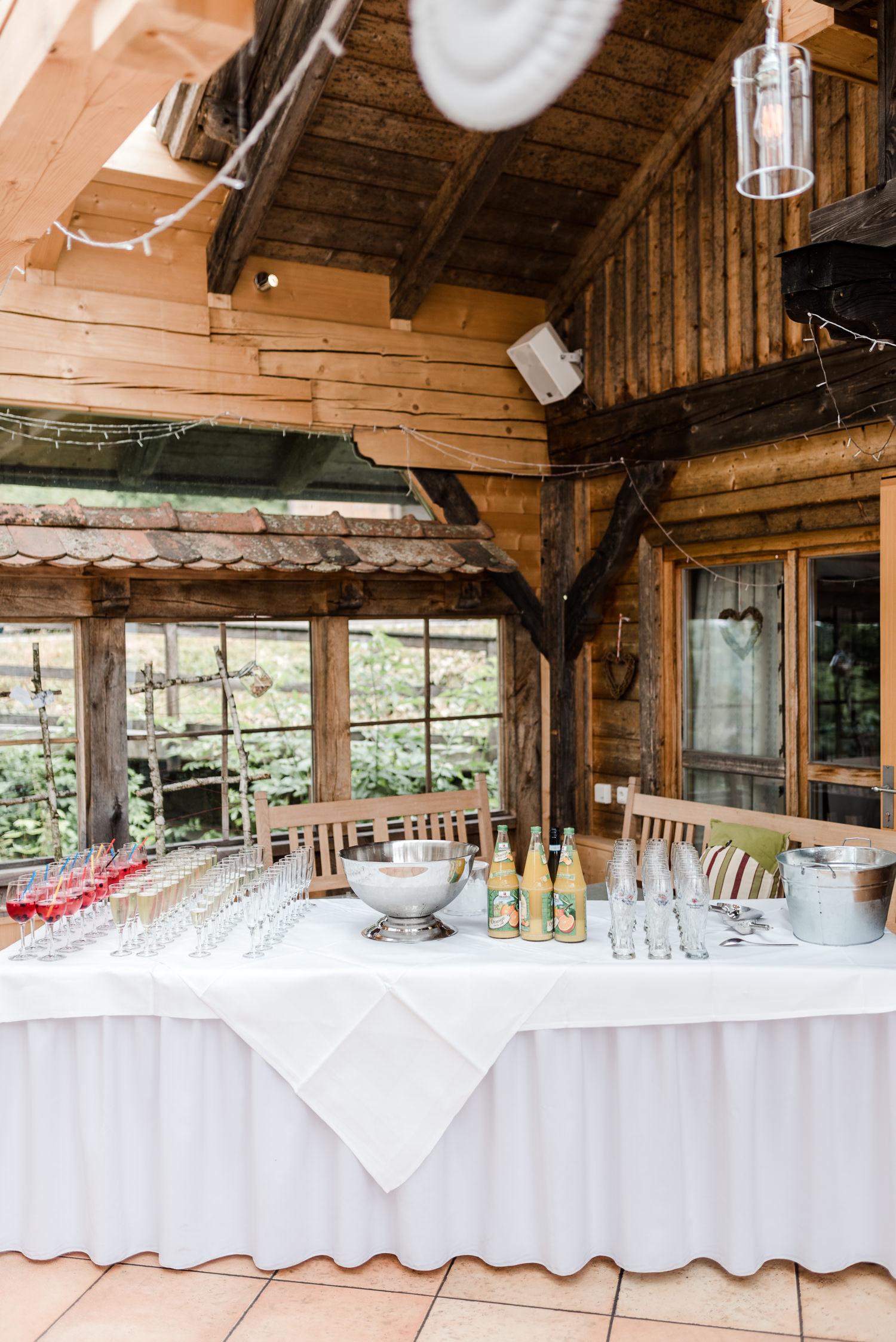 Sektbuffet für den Empfang der Gäste am Grandsberger Hof, bayerischer Wald.