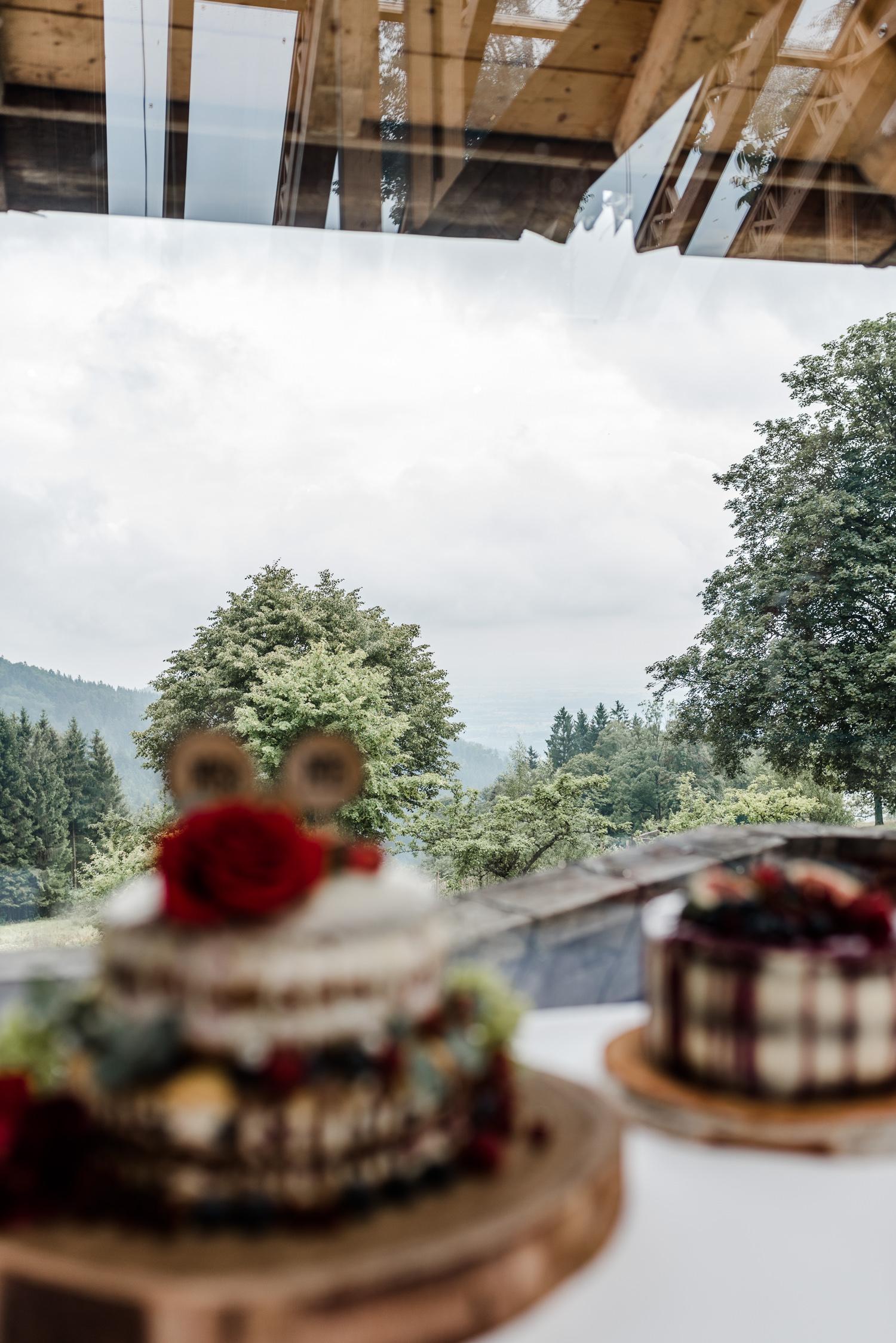 Kuchenbuffet mit Blick auf den bayerischen Wald!
