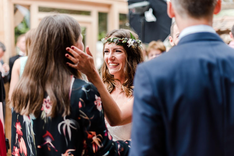 Glückwünsche für die Braut, Heiraten im bayerischen Wald mit Hochzeitsfotografin Veronika Anna Fotografie.