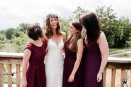 Die Braut und ihre Mädls fotografiert am Hochzeitsmorgen von Veronika Anna Fotografie