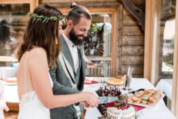 Anschneiden der Hochzeitstorte, am Grandsberger Hof, bayerischer Wald