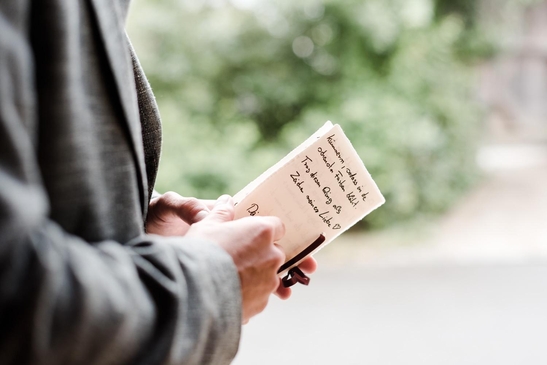Notizen den Bräutigams für die freie Trauung.